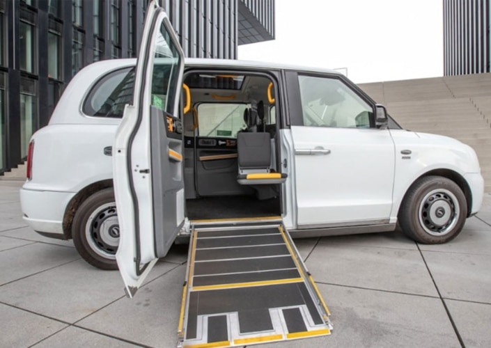 Rollstuhlgerechte Großraumtaxis